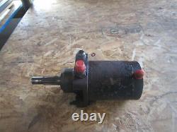 Case Skid Steer Hydraulic Drive Motor 1835 1835B D137338